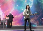 «Траву у дома» выбрали лучшей песней для караоке среди молодежи